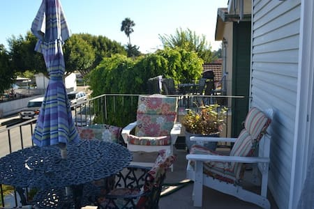 Upstairs Private Master Bed & Bath - Seal Beach - Apartment