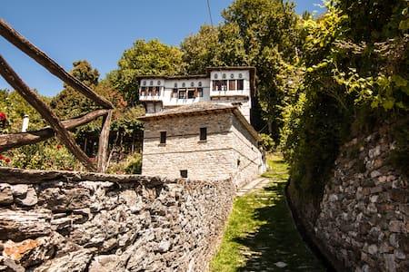 KONTOS MANSION/ARXONTIKO KONTOU - Vizítsa - Castle