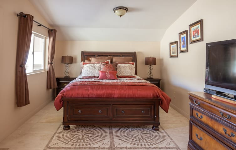 Crazy Horse Ranch Carriage House - Morongo Valley - Bed & Breakfast