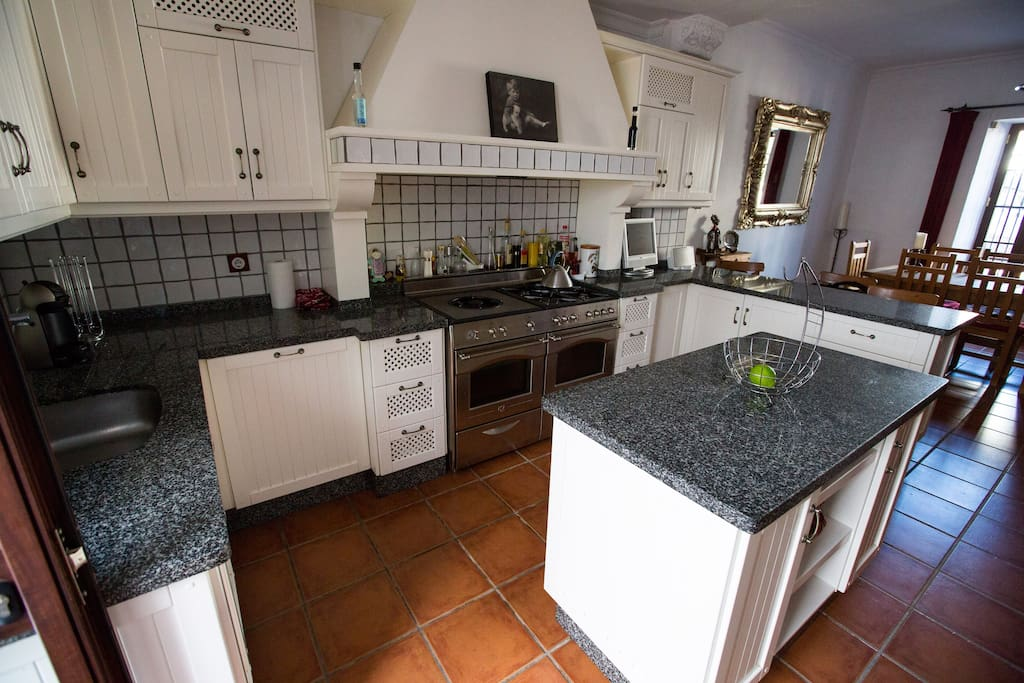 Kitchen, fully fitted including all cooking utensils and basic condiments.