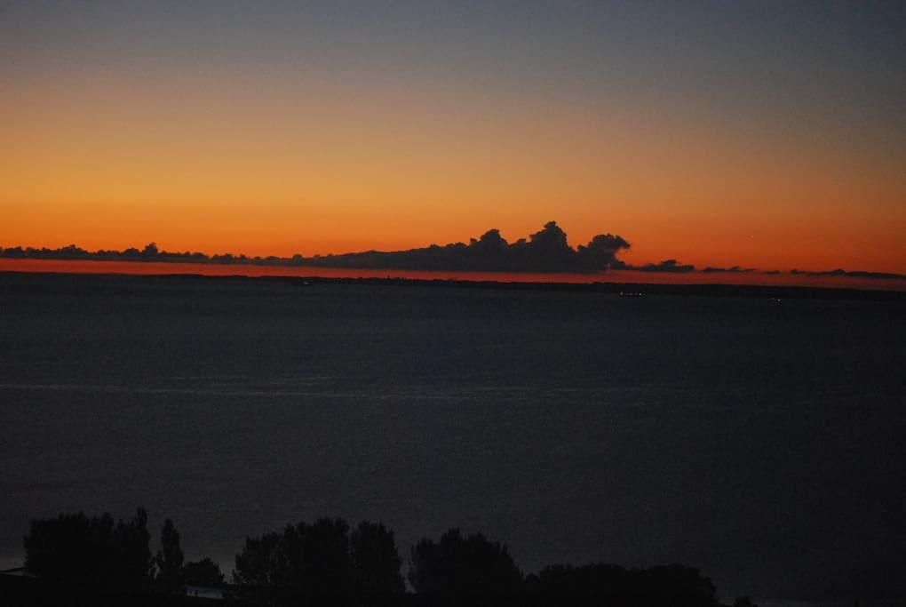 Sonnenuntergang vom Balkon aus betrachtet