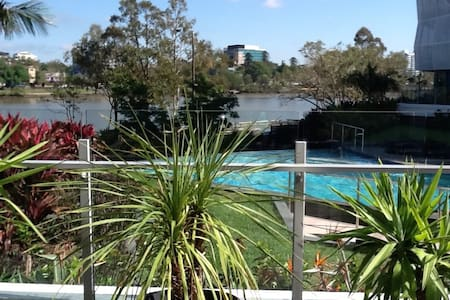 Absolute luxury riverside living in inner Brisbane - West End - Apartment