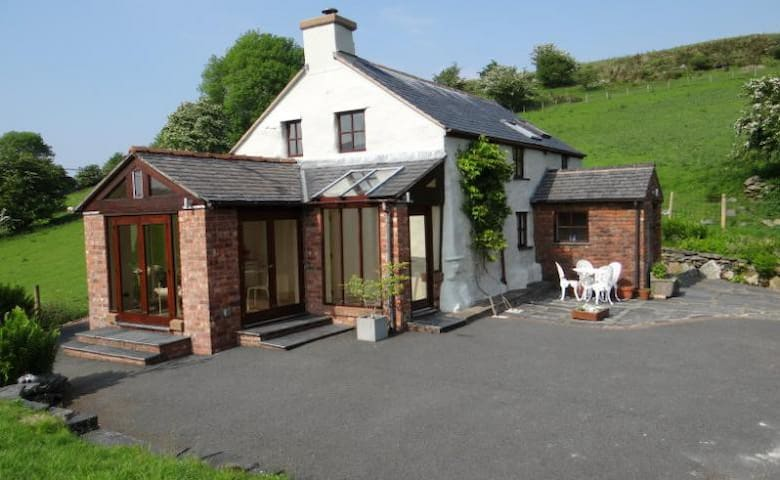 Tranquil Snowdonia Cottage - Betws-y-Coed - House