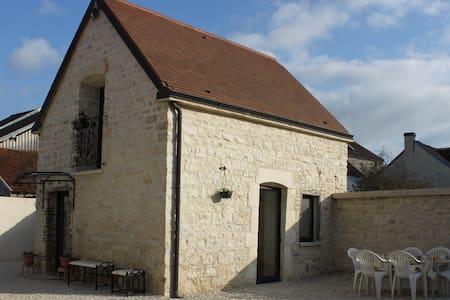 Charmante maison en pierre 1768 - Polisy