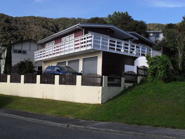 Amazing fully furnished big house - Lower Hutt - Dom