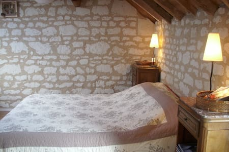 Chambres d'hotes les caves - Ambillou-Château - Bed & Breakfast