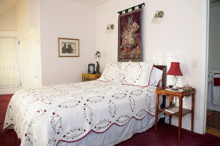 QN bdrm w private JACUZZI Tempranil - Sonora - Bed & Breakfast