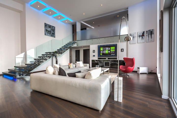 WMK Shortstay 2BR, Luxury Loft - Executive Towers - Dubai - Apartamento