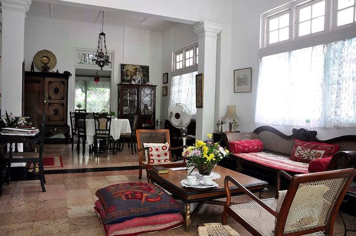 Quiet Oasis in Center of Colombo
