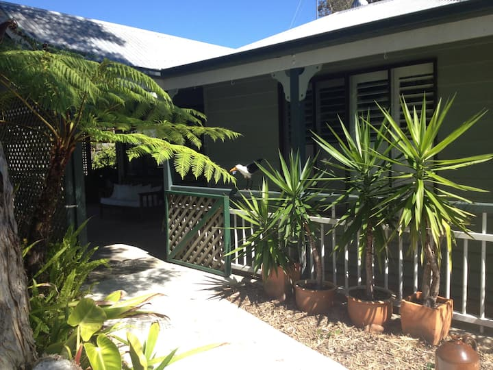 Renovated Beach House. Queen Size Room. Coolum.