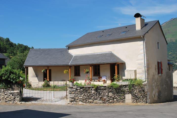 location de chambres dans un gite de montagne - Laruns - Bed & Breakfast