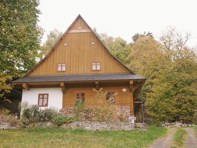 Traditional Renovated Log Cabin - Staré Město - Dům