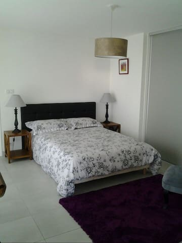 Bel appartement en rez de jardin - Saint Laurent  - Apartament