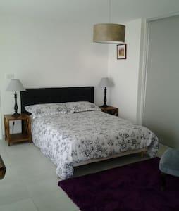 Bel appartement en rez de jardin - Saint Laurent  - Квартира