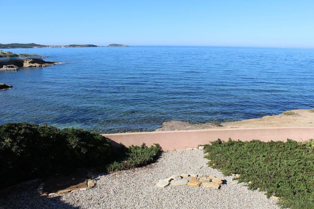 Jardin et vue face à la mer