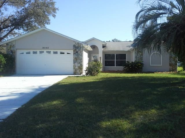 Spacious Home with Heated Pool - Spring Hill - Casa