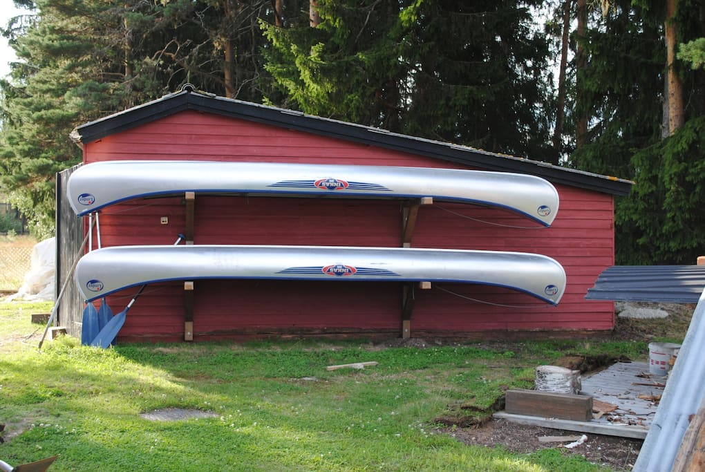 These 2 canoes are at your disposal