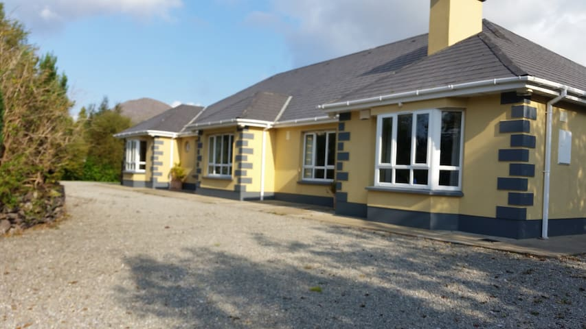 Warm and Welcoming Home 1 - Kenmare - Bed & Breakfast