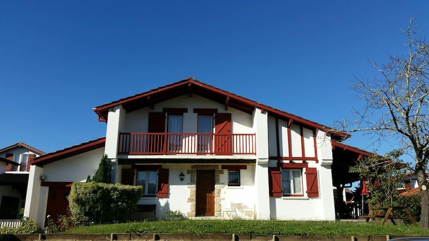 Maison basque au centre d'Urrugne. - Urrugne - Bed & Breakfast