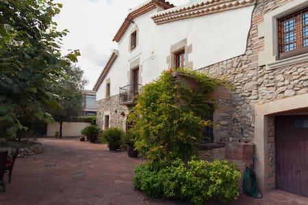 magnifique ancienne ferme a l Ametlla del valles - l'ametlla del Valles - Villa