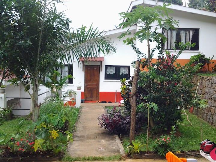 PAPAYAS GUEST HOUSE 169e 6 pers. 2 child