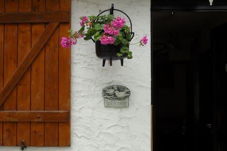 Etage dans maison dans jardin clos. - Gambais - วิลล่า