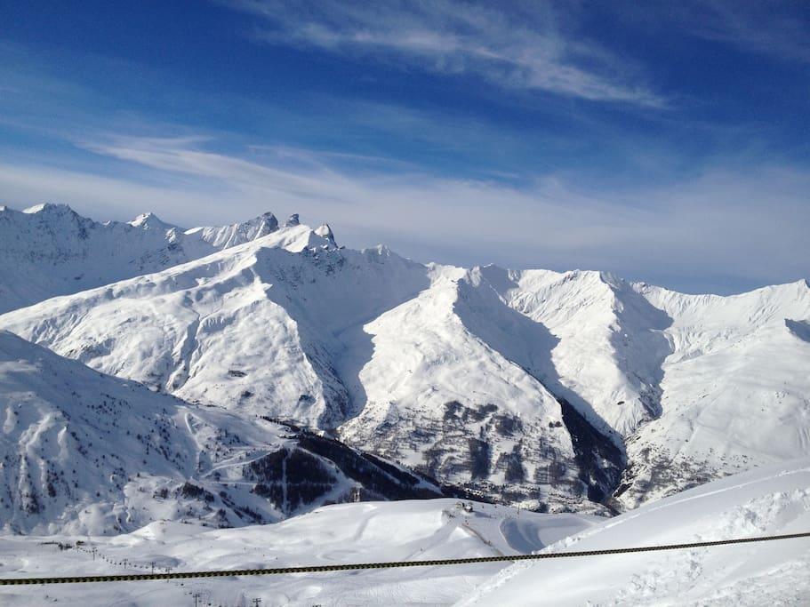 Incroyable domaine skiable  Appartement aux pieds des pistes