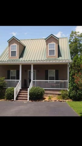 Beautiful 3BD/3BA Lake area home - Iuka - House