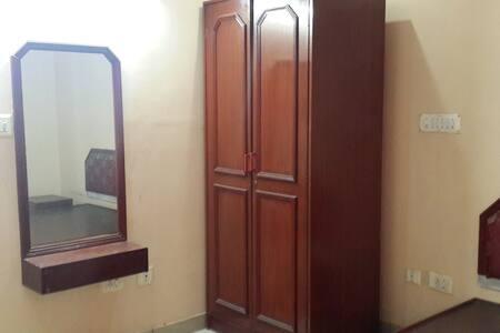 Single Room Accommodation - Bangalore - J.C. Road - Bengaluru