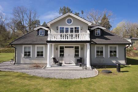 Beautiful American-inspired house! - Huddinge - Haus
