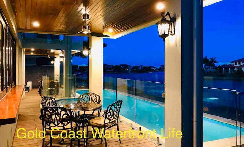 Gold Coast waterfront life-Blue sea star  room