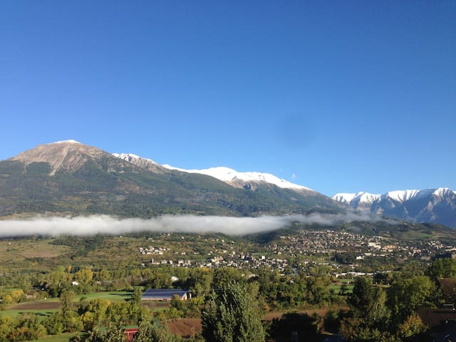 Fabulous apartment with great views near Embrun.