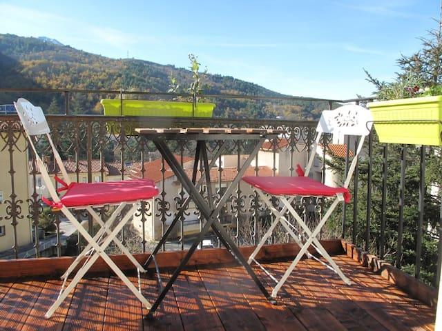 Appartement T2 Balcon vue montagne - Vernet-les-Bains - Byt