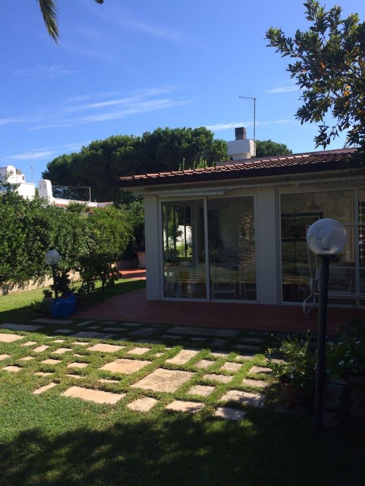Fittasi ampia Villa Rosa Marina