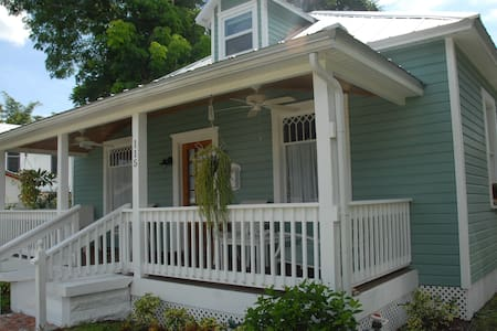 Rooms in historic district. - 푼타 골다(Punta Gorda) - B&B
