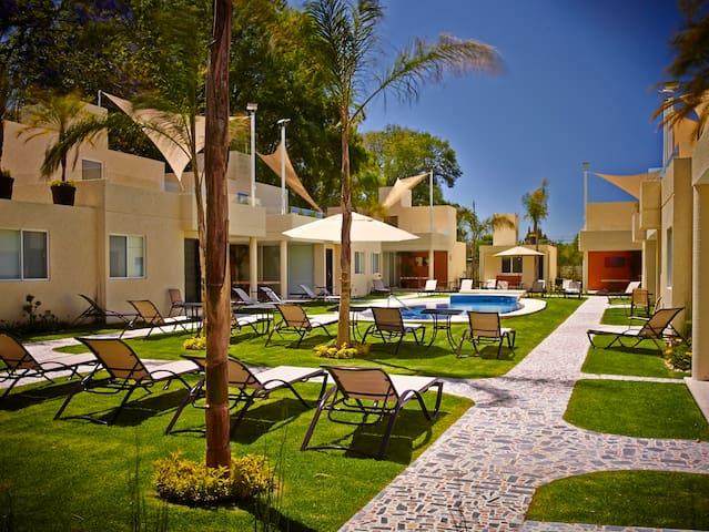 LaMaría Villas+Suites