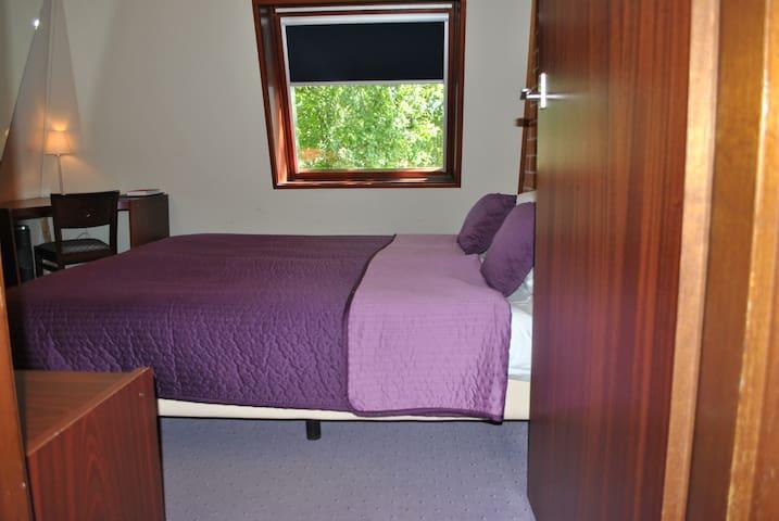 Compacte slaapkamer met badkamer - Spier - Aamiaismajoitus