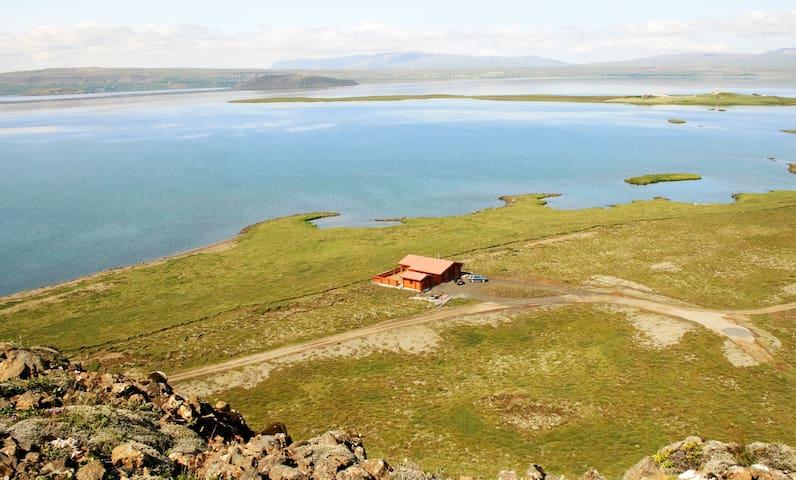 """Lakeside Cabin at """"Þingvellir"""" - Thingvellir - Mökki"""