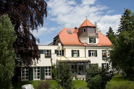 Romantische Wohnung in Gartenvilla - Füssen - Huoneisto