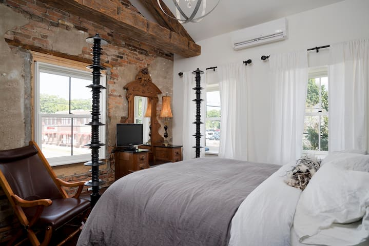 The Graystone XXXI / The 'SoHo' - East Aurora - Loft