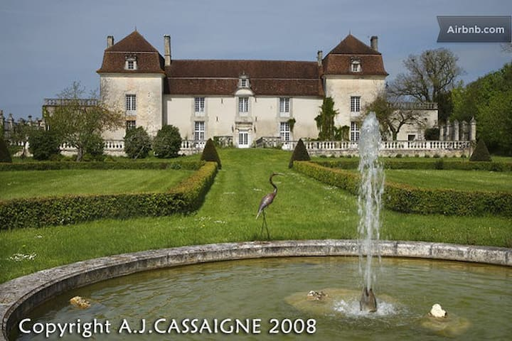 A beautiful castle in the Perigord  - Champagne-et-Fontaine - Penzion (B&B)