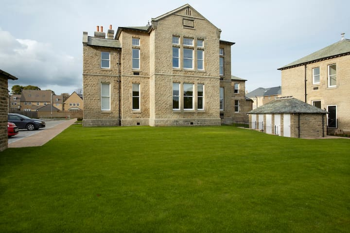 Converted Victorian Apartment - Menston - Apartment