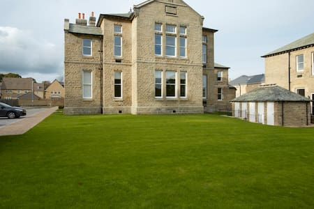 Converted Victorian Apartment - Menston - Apartament