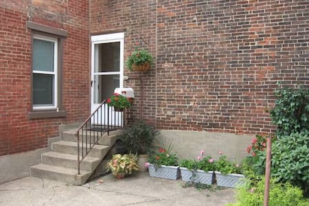 Private room close to Downtown - Pittsburgh - Casa