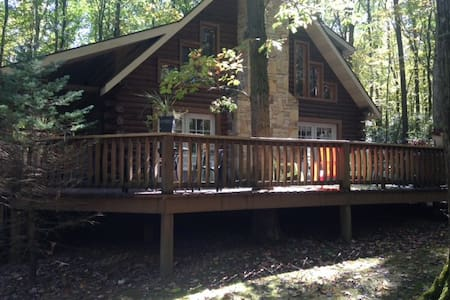 Log Home Nestled in Mountain Laurel - Champion - Kisház
