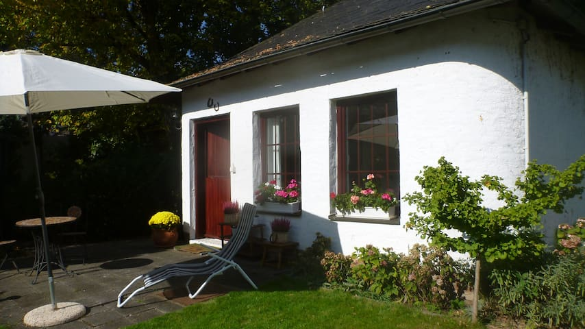 Lovely cottage close to forest (Taunus) - Bad Homburg - Huis