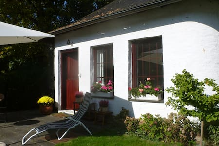Lovely cottage close to forest (Taunus) - Bad Homburg - Haus