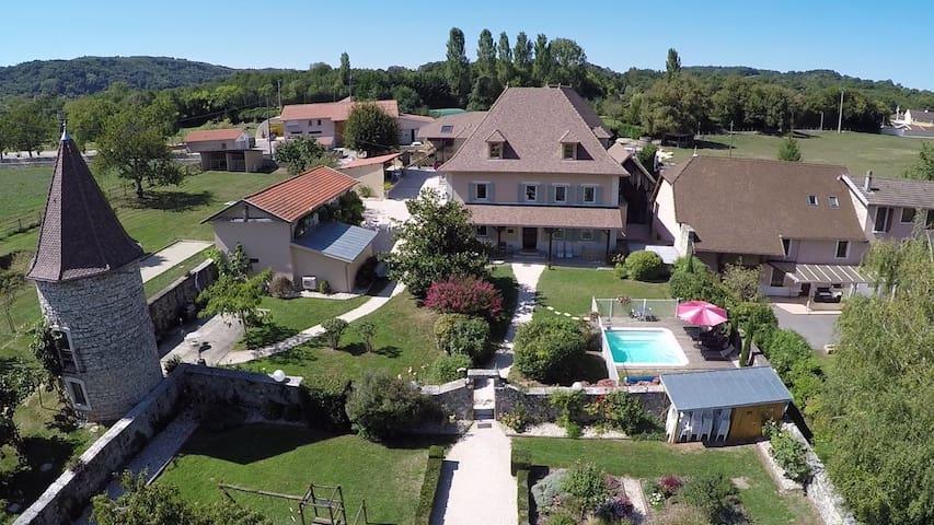 Gite de charme en Rhône-Alpes - Vignieu - House
