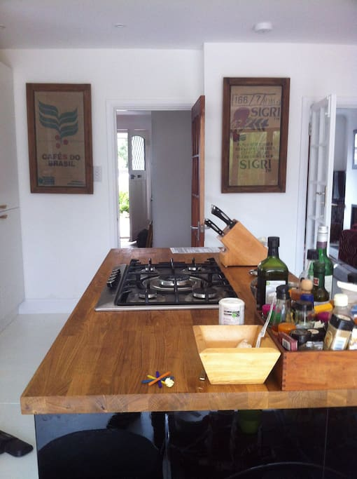 Big easy kitchen, cook and socialise at the same time. Double oven for roasts.
