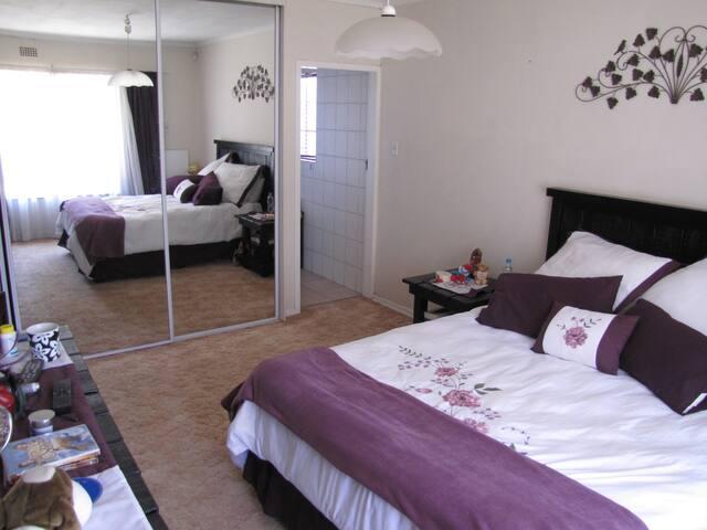 Private cozy room near airport - Kempton Park - House